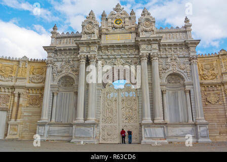 Saltanat Kapisi, Sultan's Gate, Dolmabahce Sarayi, Dolmabache palace grounds, Kabatas, Istanbul, Turkey, Eurasia - Stock Image