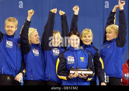 The women's national curling team of Sweden (L-R) coach Stefan Lund, Maria Prytz, Anna Svard, Cathrine Lindahl, - Stock Image