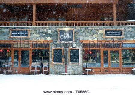 Le Saint Germain (bar & restaurant), at the ski resort in Sainte-Foy-Tarentaise, Auvergne-Rhône-Alpes region in south-eastern France. - Stock Image