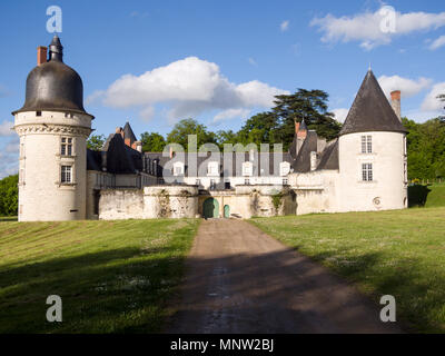 Driveway entrance to the Chateau du Gue-Pean: This well kept Chateau in the Loire region of France is surrounded by a thriving horse farm. - Stock Image