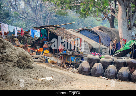 Living and working on the banks  of the Irrawaddy River, Mandalay Myanmar (Burma) - Stock Image