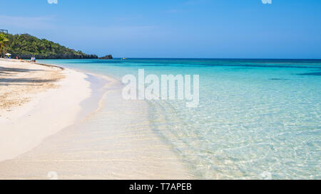 West Bay Roatan Honduras showing the beautiful sandy beach and the crystal clear warm water of the caribbean. - Stock Image