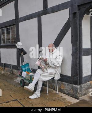 shakespeare imporsonator street artist stratford - Stock Image