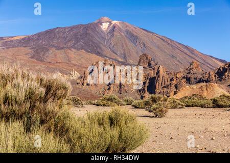 Looking across the Llano de Ucanca to the Roques de Garcia and the summit of Teide in the Las canadas del Teide national park, Tenerife, Canary Island - Stock Image