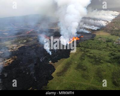 Channelized lava streams down fissure 22 from the eruption of the Kilauea volcano May 21, 2018 in Pahoa, Hawaii. - Stock Image