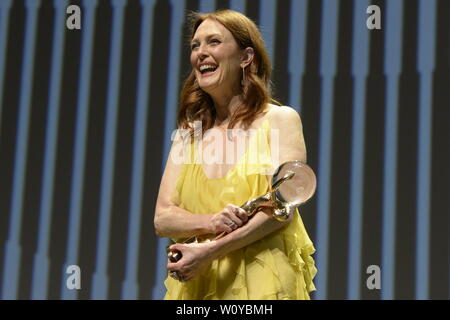 Karlovy Vary, Czech Republic. 28th June, 2019. US actress Julianne Moore received Crystal Globe award for contribution to world cinematography at the opening ceremony of the 54th Karlovy Vary International Film Festival in Karlovy Vary, Czech Republic, on Friday, June 28, 2019. Credit: Katerina Sulova/CTK Photo/Alamy Live News - Stock Image