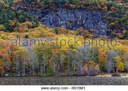 Barretts Cove cliff, Camden, Maine, USA - Stock Image