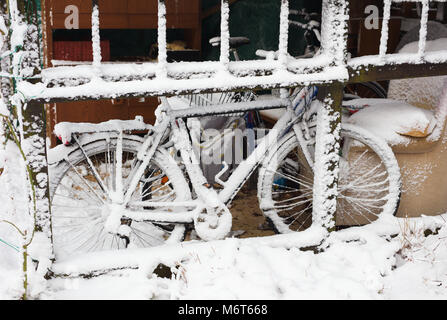 Bicycle in snow - Stock Image