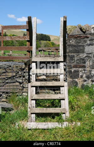 Stile leading to the River Tweed as it passes through the village of Tweedsmuir - Stock Image
