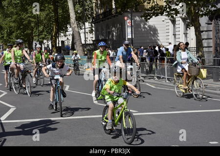 London, UK. 28th July, 2018.The Prudential RideLondon FreeCycle.  Hundreds of fans of many families in a freedom of cycling on traffic-free roads in central London. Credit: Marcin Libera/Alamy Live News - Stock Image