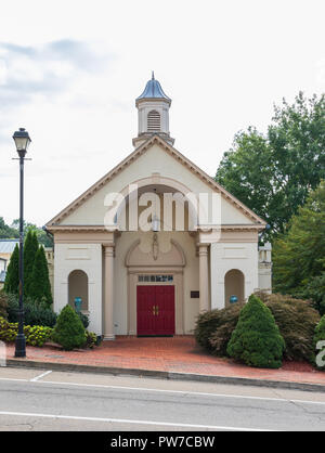 Greeneville, TN, USA-10-2-18: The Social Hall for the Asbury United Methodist Church, built in 1986. - Stock Image