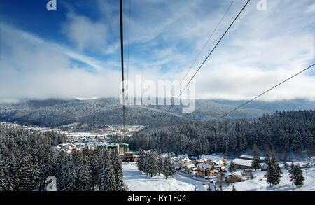Sinaia/Romania - 11.01.2019: View of Sinaia from the cabin. Skiing in Prahova Valley, a popular Romanian destination for winter fun - Stock Image
