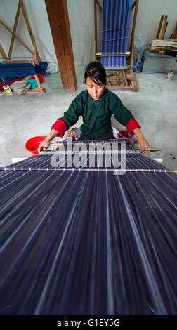 Young woman weaving tapestry at Choki traditional art school Kabesa Thimpu (country capital) Bhutan - Stock Image