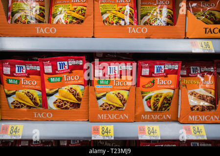 mexican taco seasoning mix packets on the shelf - Stock Image