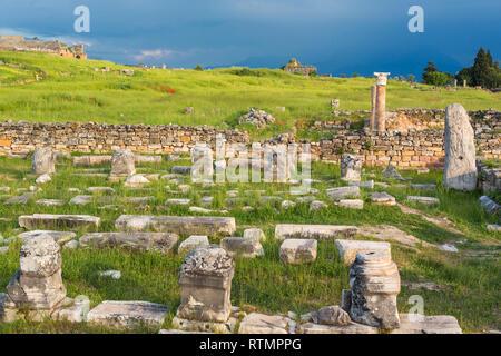 Ruins of ancient Hierapolis, Pamukkale, Denizli Province, Turkey - Stock Image