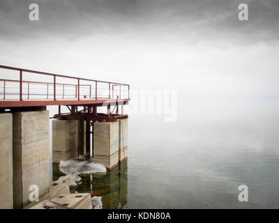 IRKOUTSK, RUSSIE, MAI 15 : le Transsiberien longe le lac Baikal a la sortie de la ville d'Irkoutsk le 15 mai - Stock Image