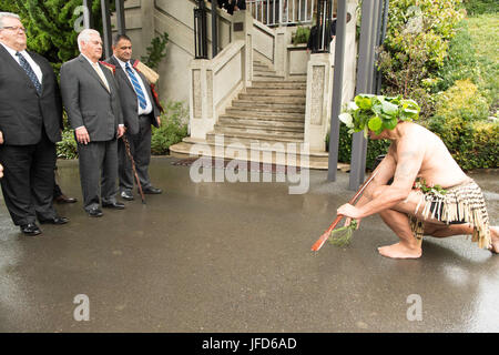 U.S. Secretary of State Rex Tillerson, with New Zealander Foreign Minister Gerry Brownlee, is welcomed to New Zealand - Stock Image