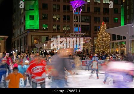 Raleigh, North Carolina, NC. Ice skating in downtown. - Stock Image