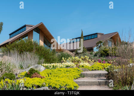 Royal Horticultural Society, Clore learning centre and Gardeners Rest restaurant, from the Dry Garden. - Stock Image