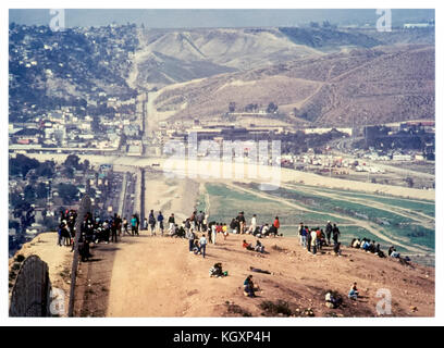 US-Mexico international border between Tijuana, Mexico (left) and San Diego, California (right); illegal immigrants - Stock Image