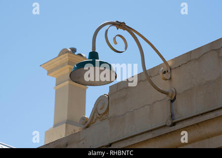 An old incandescent light fitting on the outside of a building in Millthorpe, New South Wales, Australia - Stock Image