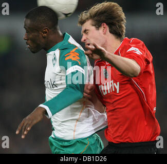Thomas Kleine (R) of Hanover vies for the ball with Boubacar Sanogo of Bremen during the Bundesliga match Hanover - Stock Image