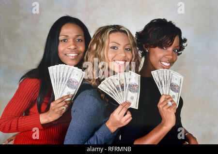 LONDON, ENGLAND - NOV 18, 2000: Michelle Williams, Beyonce Knowles and Kelly Rowland singers of Destiny's Child during a photoshoot in London. - Stock Image
