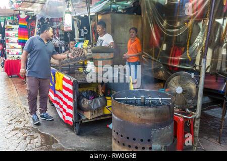 Jalan Petaling Street Market, Roasting Coffee Beans, Chinatown, Kuala Lumpur, Malaysia. - Stock Image
