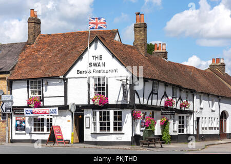 16th century The Swan At Iver Pub, High Street, Iver, Buckinghamshire, England, United Kingdom - Stock Image
