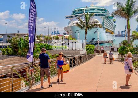 The royal caribbean ship Independence of the seas, docked at Las Palmas Gran canaria - Stock Image
