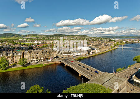 INVERNESS CITY SCOTLAND CENTRAL CITY THE RIVER NESS AND NESS ROAD BRIDGE LOOKING TOWARDS NESS WALK AND HUNTLY STREET - Stock Image