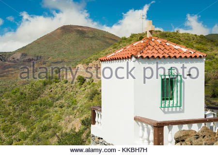 Ermita del Santo Ángel de la Guarda, a tiny chapel between Las Manchas and Arguayo, Tenerife, with the volcanic - Stock Image