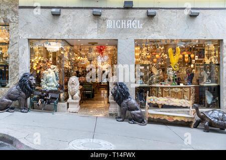 Michael Fine Art & Antiques, Grant Avenue, San Francisco, California, USA - Stock Image
