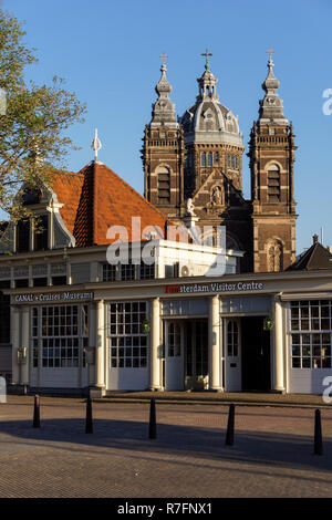 I Amsterdam Visitor Centre with Basilica of Saint Nicholas in the background, Amsterdam, Netherlands - Stock Image