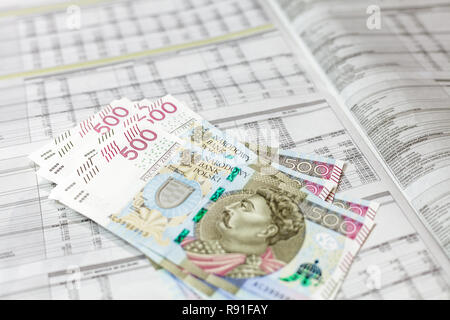 500 PLN banknotes on financial newspaper with companies report - Stock Image