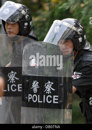 Chinese policemen shown during an exercise at Shanghai Stadium in Shanghai, China, 12 September 2007. Among others, - Stock Image