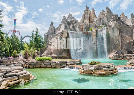 the large water fountain is a symbolic icon of the canada's wonderland, largest theme park in canada - Stock Image