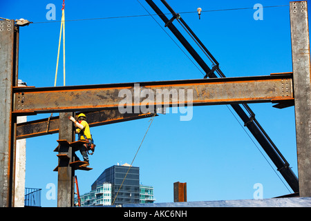 construction worker, CONSTRUCTION, BEAMS, SKYSCRAPERS, INVESTING, BUSINESS, COMMERCE, LOWER MANHATTAN, SKYLINES, - Stock Image