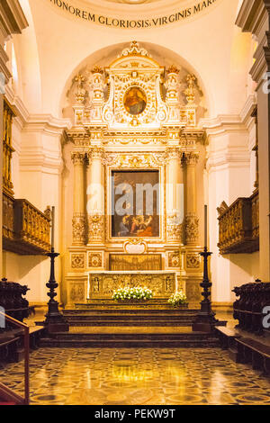 Italy Sicily Syracuse Siracusa Ortygia Baroque Duomo Templo di Minerva cathedral Saint Bishop Zosimo altar nave Honorem Gloriosis Virginis Mariae - Stock Image