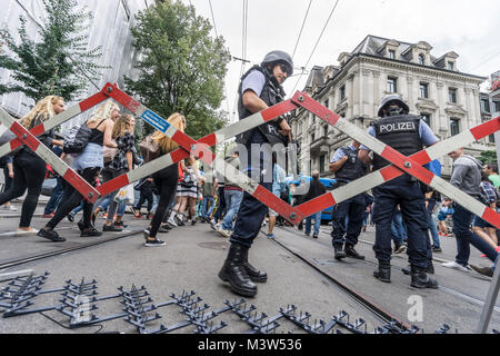Street Parade weekend, police blockade at Bahnhofstrasse, high security, Zurich, - Stock Image