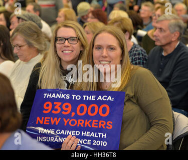 New York, USA. 15th Jan, 2017.  Two sister hold sign 'Thanks to the ACA 939,000 NEW YORKERS have gained health - Stock Image