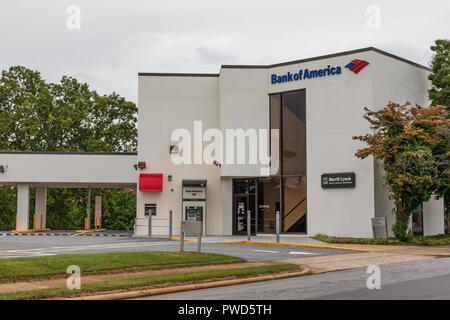 HICKORY, NC, USA-10/14/18: Local Bank of America office, with drive-through, in downtown. - Stock Image