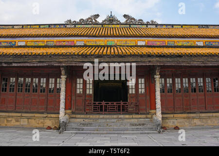 The Thai Hoa Palace and the courtyard in front of it facing towards Thai Dich Lake in the Imperial City, Hue, Vietnam - Stock Image
