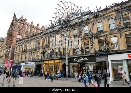 The peacock feather metal artwork adorning the Princes Square building on Buchanan Street, Glasgow, Scotland, UK - Stock Image