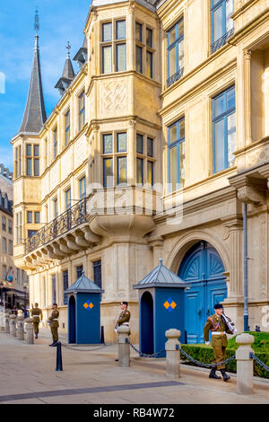 The changing of the guard in front of the grand ducal Palace, Luxembourg City, Luxembourg - Stock Image