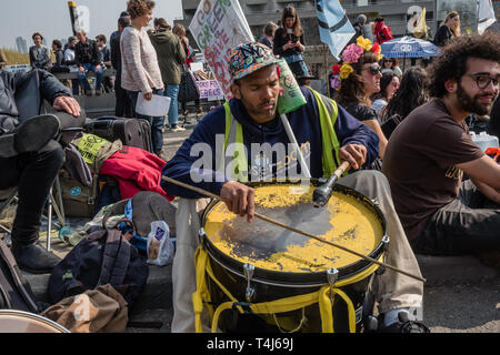 London, UK. 17th April 2019. Drummers keep up a beat. Two days after Extinction Rebellion closed Waterloo Bridge turning it into a 'Garden Bridge' it remains closed to traffic despite a couple of hundred arrests. Activities continue on the bridge with new protesters arriving. Credit: Peter Marshall/Alamy Live News - Stock Image
