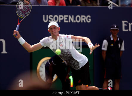 New York, United States. 02nd Sep, 2018. Flushing Meadows, New York - September 2, 2018: US Open Tennis: Kevin Anderson of South Africa in action against Number 9 seed, Dominic Thiem of Austria during their fourth round match at the US Open in Flushing Meadows, New York. Thiem won in straight sets. Credit: Adam Stoltman/Alamy Live News - Stock Image