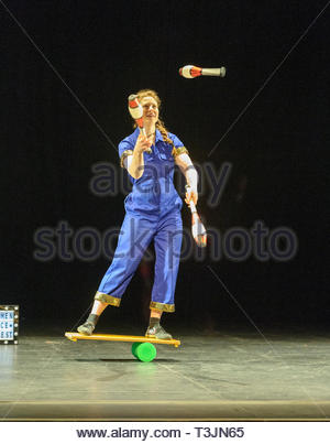Edinburgh, UK. 10th April, 2019.  Maria Corcoran demonstrates her juggling skills during the photo call for StrongWomen Science abrand-new circus science showat Edinburgh Science Festival starring two womenscientiststurned circus performers who reveal thescientific secretsbehind theirastounding tricks. Credit: Roger Gaisford/Alamy Live News - Stock Image