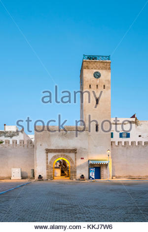 Morocco, Marrakesh-Safi (Marrakesh-Tensift-El Haouz) region, Essaouira. Place d'Horloge, clocktower and buildings - Stock Image