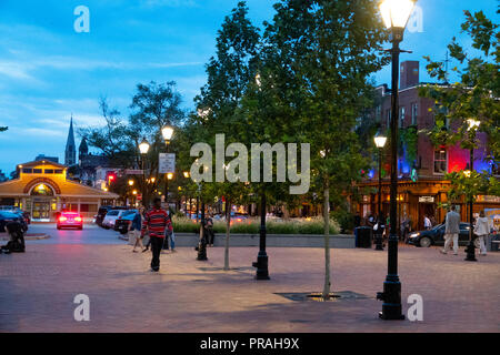 USA Maryland MD Baltimore Fells Point Broadway Square at night evening - Stock Image